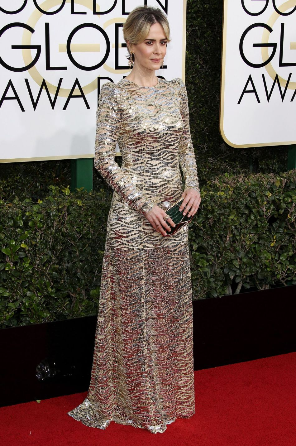 sarah-paulson-in-marc-jacobs-at-2017-golden-globe-awards-in-beverly-hills-1